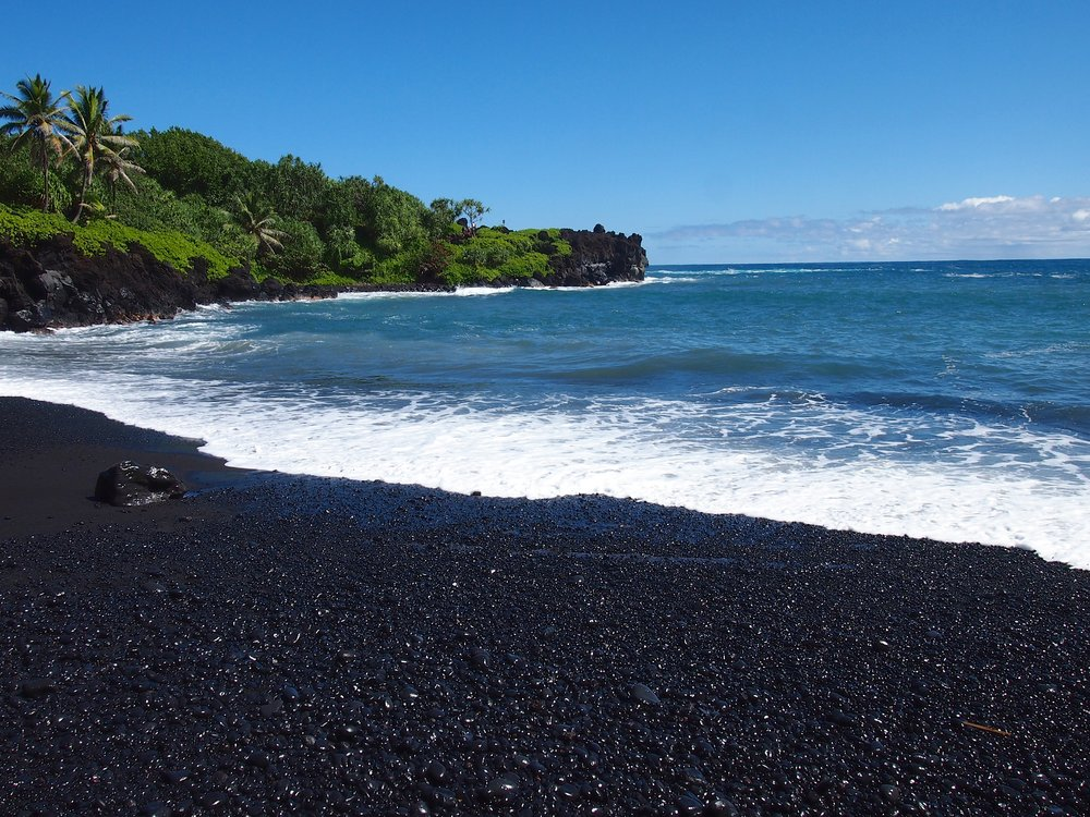 Wai'anapanapa-State-Park-black-sand-beach-road-to-hana