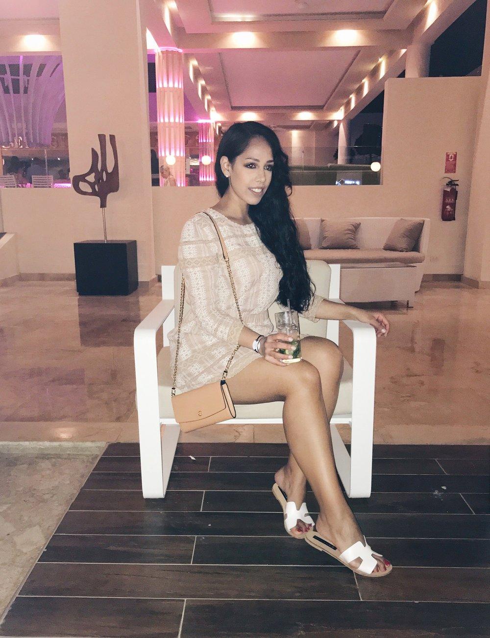 tularosa-revolve-dress-vacation-outfit-ideas
