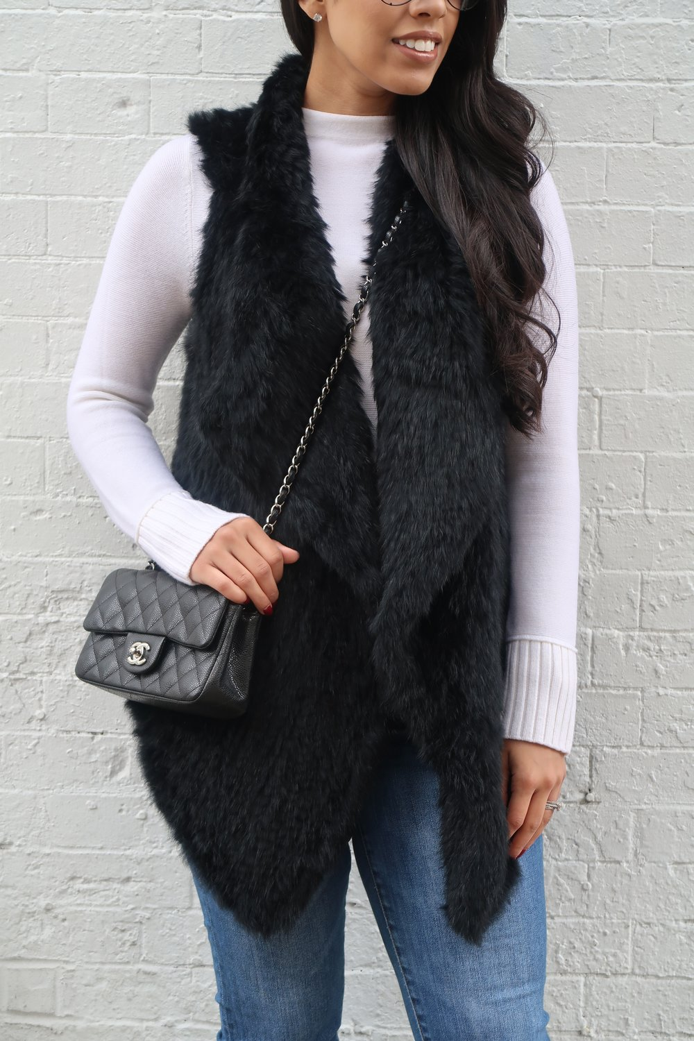 fur-vest-chanel-bag-fashion-blogger-mygoldenbeauty.jpg