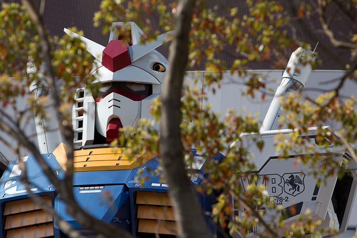 Gundam looking through the tree