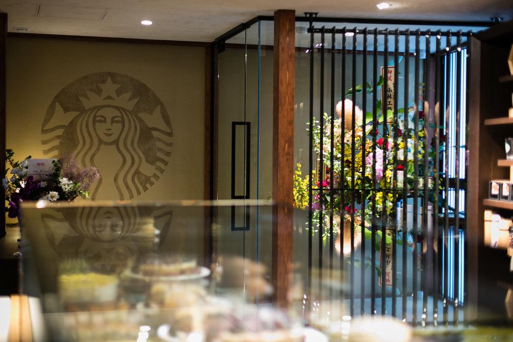 775000622CJ025_Starbucks_Op.JPG