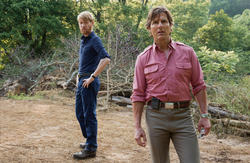 Domhnall Gleeson and Tom Cruise as two con men. (Universal)