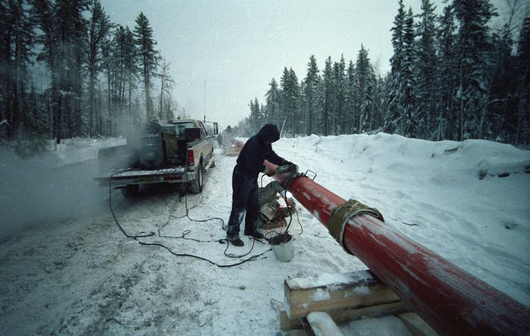 The Norman Wells pipeline connects oil fields in the Northwest Territories to Alberta. Edward Struzik, Author provided.