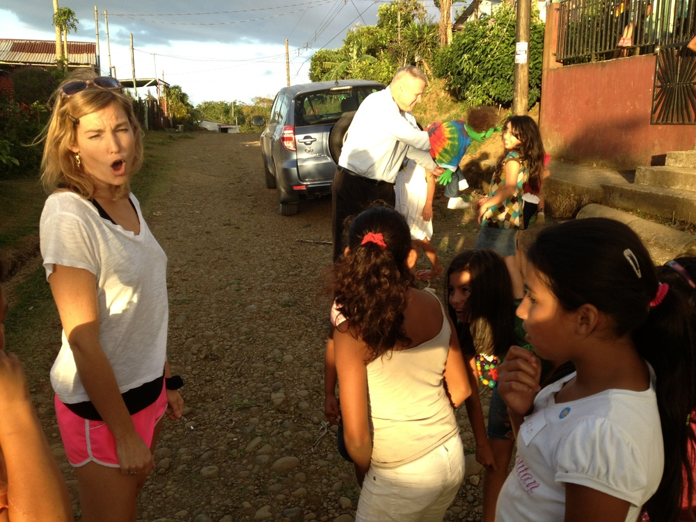 Luci Butler with Costa Rican Children 1