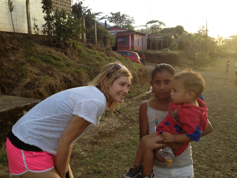 Luci Butler with Costa Rican Children 4