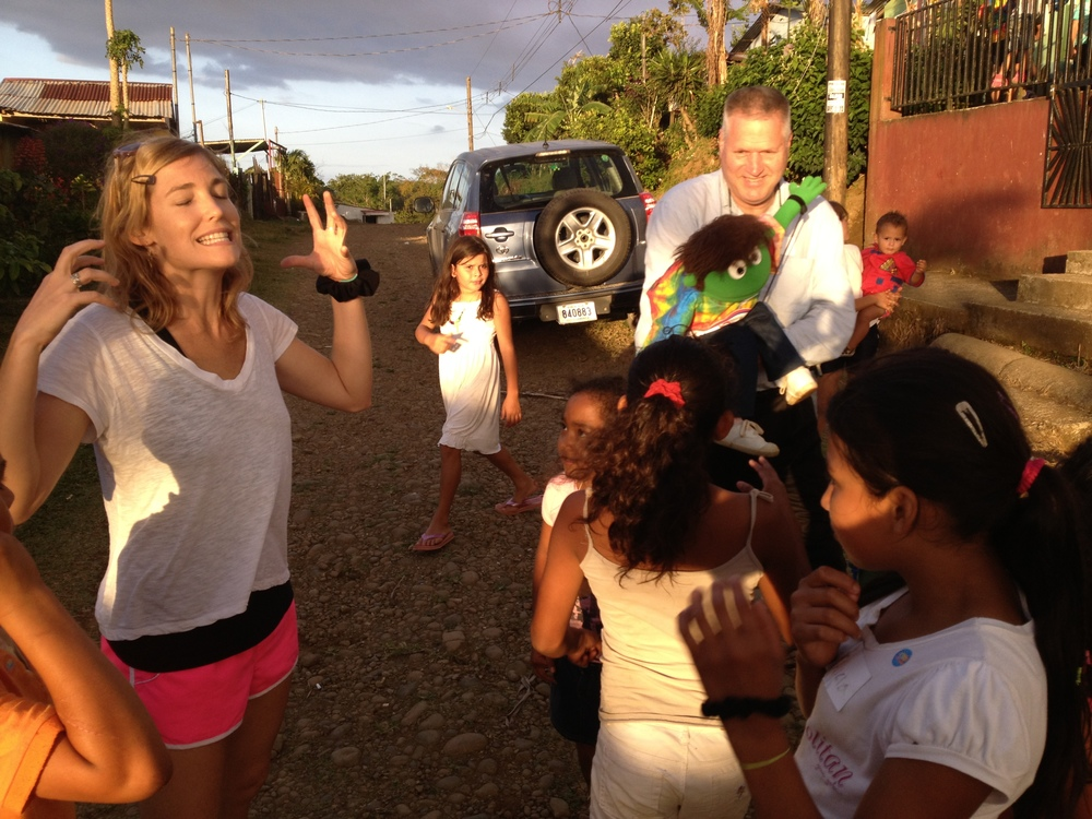 Luci Butler with Costa Rican Children 3