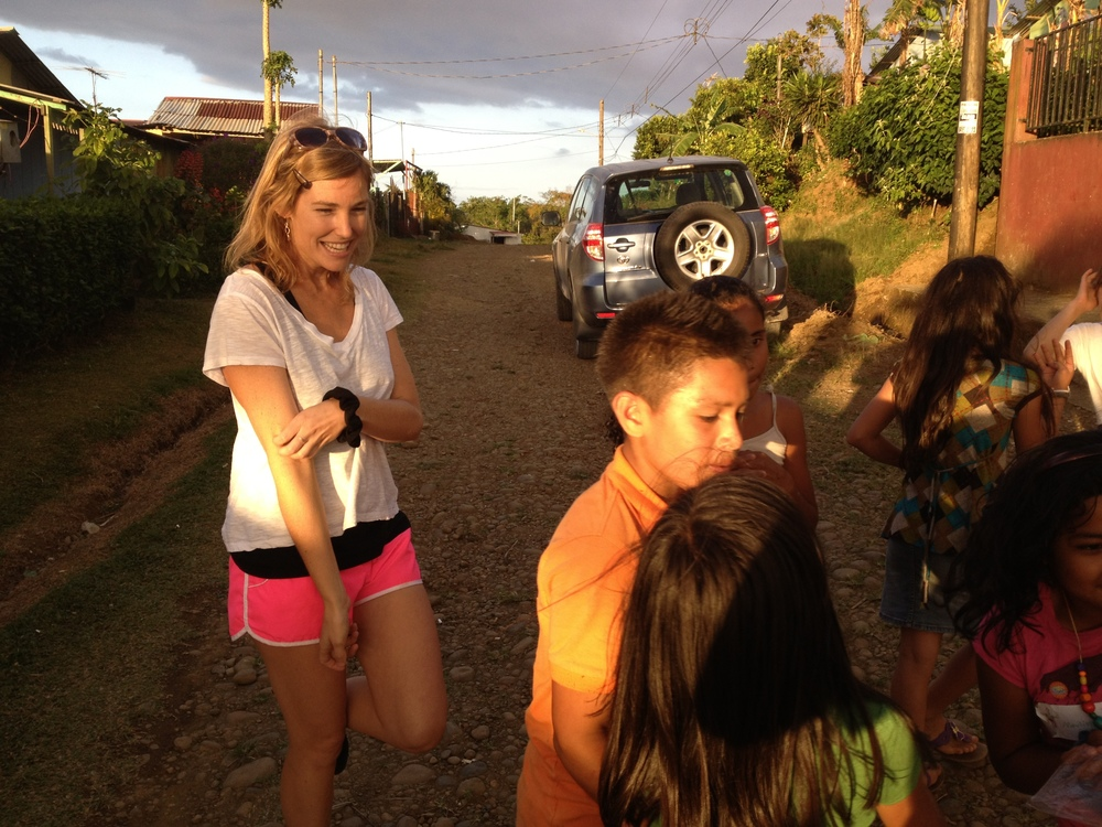 Luci Butler with Costa Rican Children 6