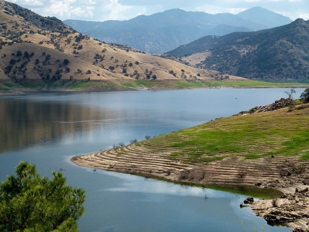 success-hills-usa-california-landscape-nature-lake_121-53177.jpg