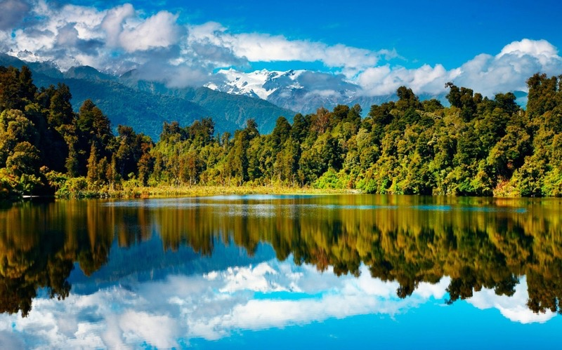 mountains clouds landscapes nature trees skyline forest day hills lakes reflections 2101x1313 wal_www.wallpaperhi.com_33.jpg