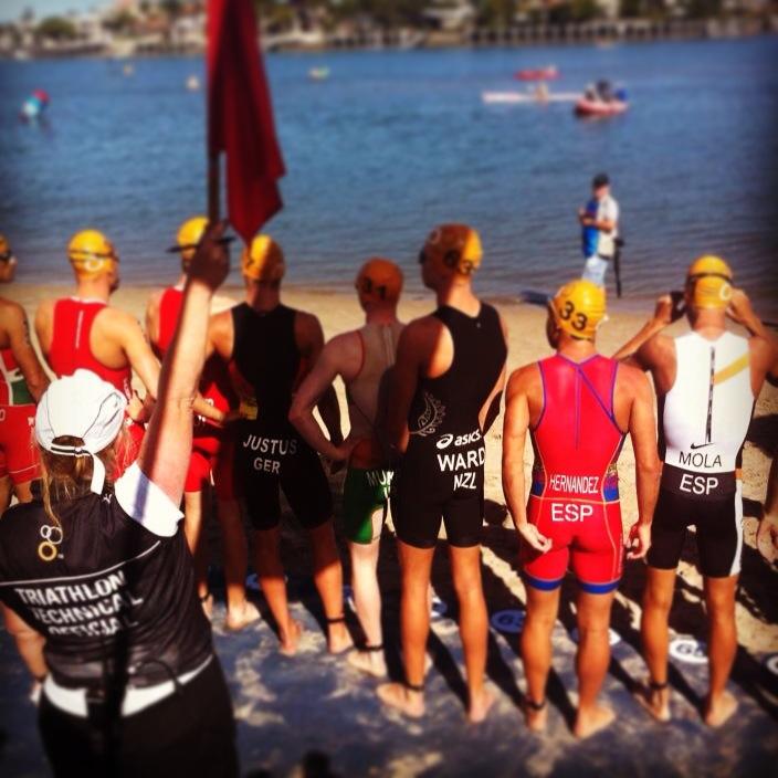 herrarnas start i Mooloolaba, Mola till vänster vann. Sprang 5 km @13,55 min!