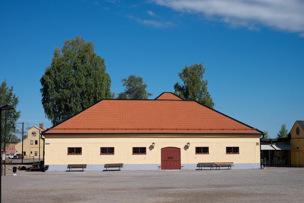 En af mange bygninger omkring minen