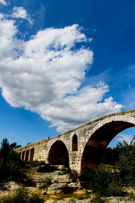 Pont Julien.jpg