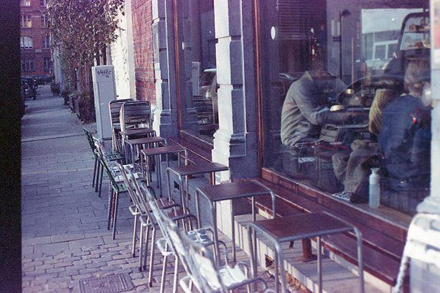 Café in winter - Brussels, Belgium in early January. Canon Rebel Ti, 50mm f1.8, Expired Kodak Portra 400. No edits #nofilterneeded #developedathome #expiredfilm #kodakportra400 #portra400 #niftyfifty #analogphotography #analoglife #filmphotography #brussels #belgium #shootfilmstaybroke #istillshootfilm #buyfilmnotmegapixels
