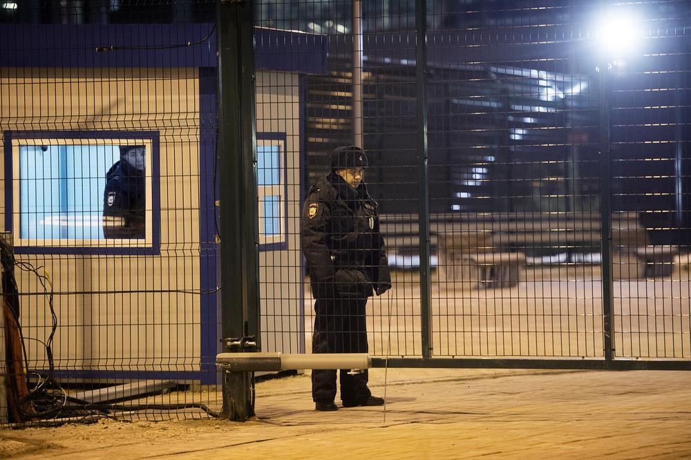 Lite vakter vid en tågstation. Eller nått.