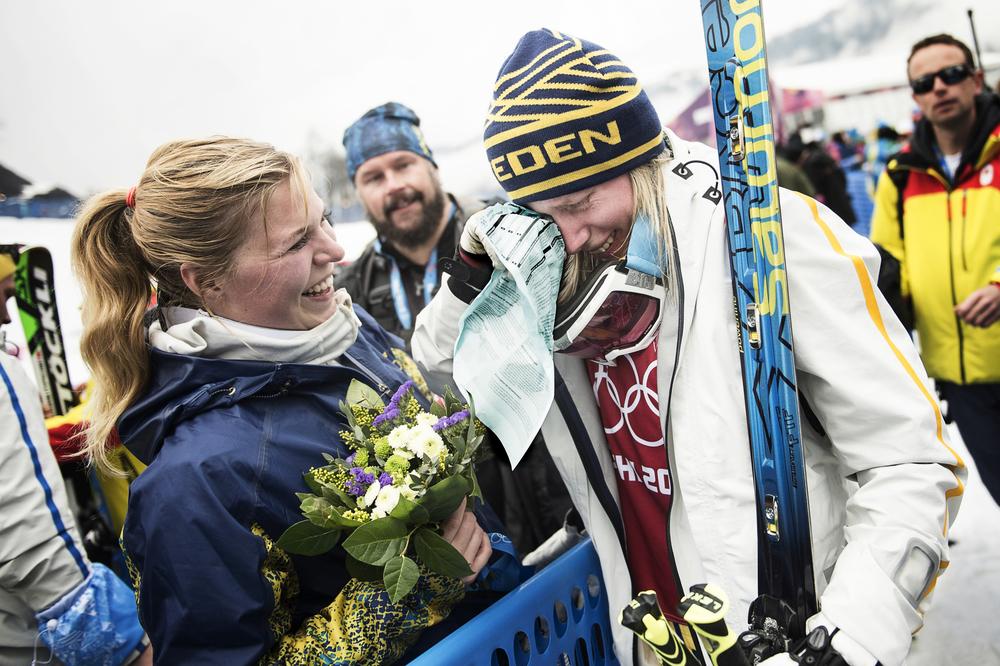 17-åriga Sandra Näslunds OS-debut slutade i glädjetårar. Efter en femteplats i skicross torkade hon tårarna med en kopia av dopingformuläret.