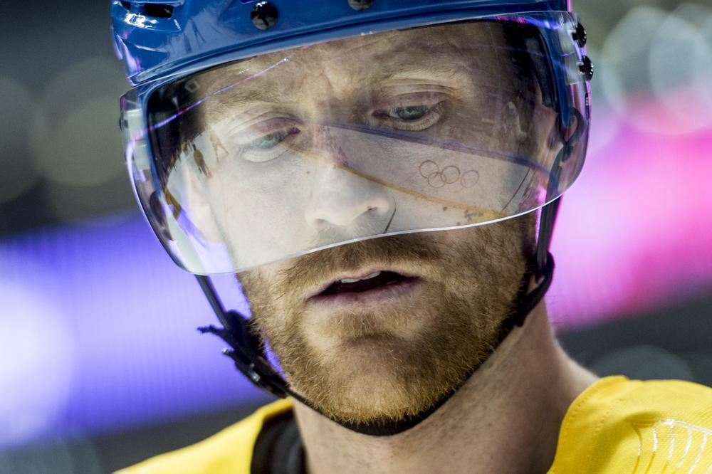 Henrik Tallinder bara minuter innan OS-finalen mellan Sverige och Kanada.