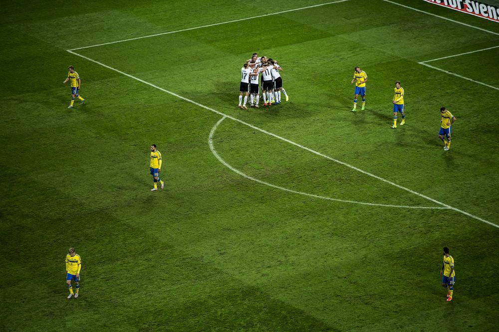 Sverige spelade EM-kval mot Österrike också. 1-4 till Österrike och publiken började gå hem med en kvart av matchen.