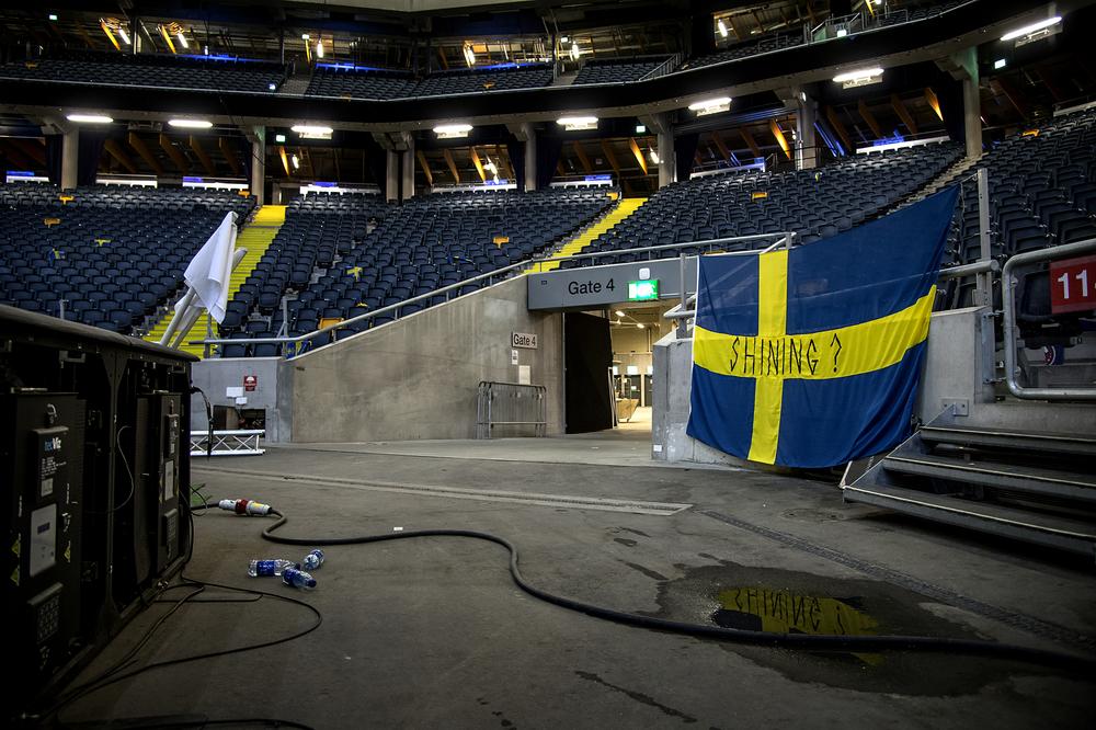 Sverige blev överkörda av Österrike i EM-kvalet. 1-4. Någon lämnade kvar flaggan och undrar om lanslaget har shining. Erik Hamrén har nog svaret.