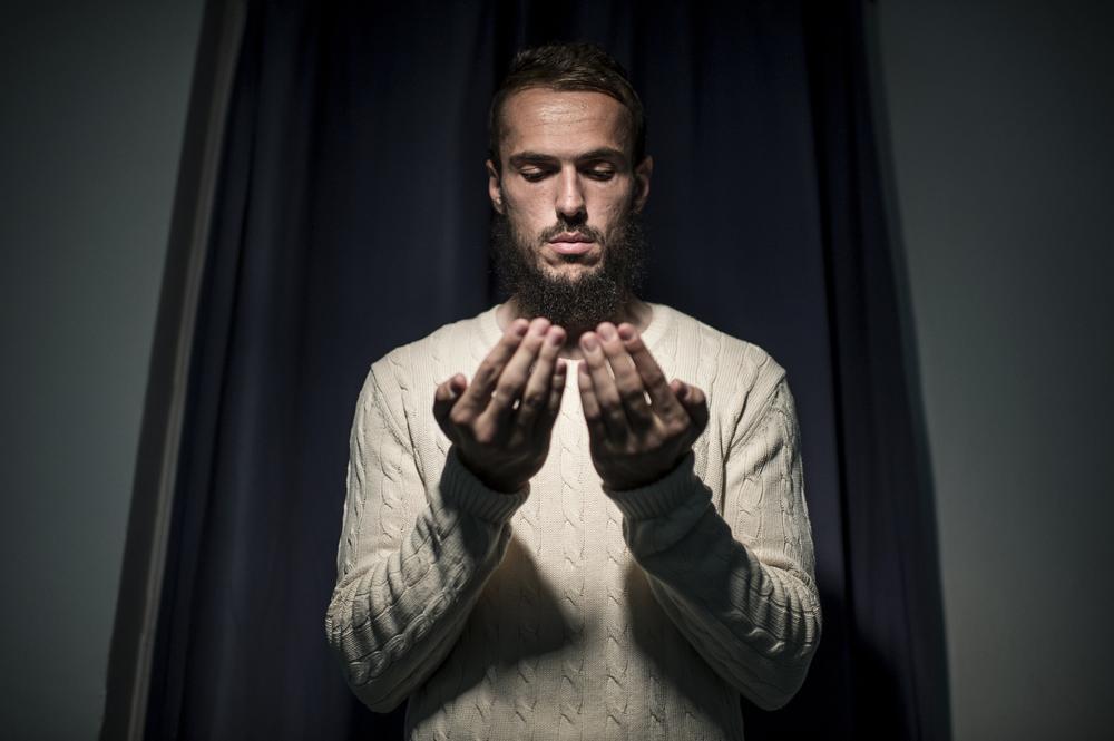 Fotbollsspelaren Emir Kujovic porträtterades i en moské i Norrköping.