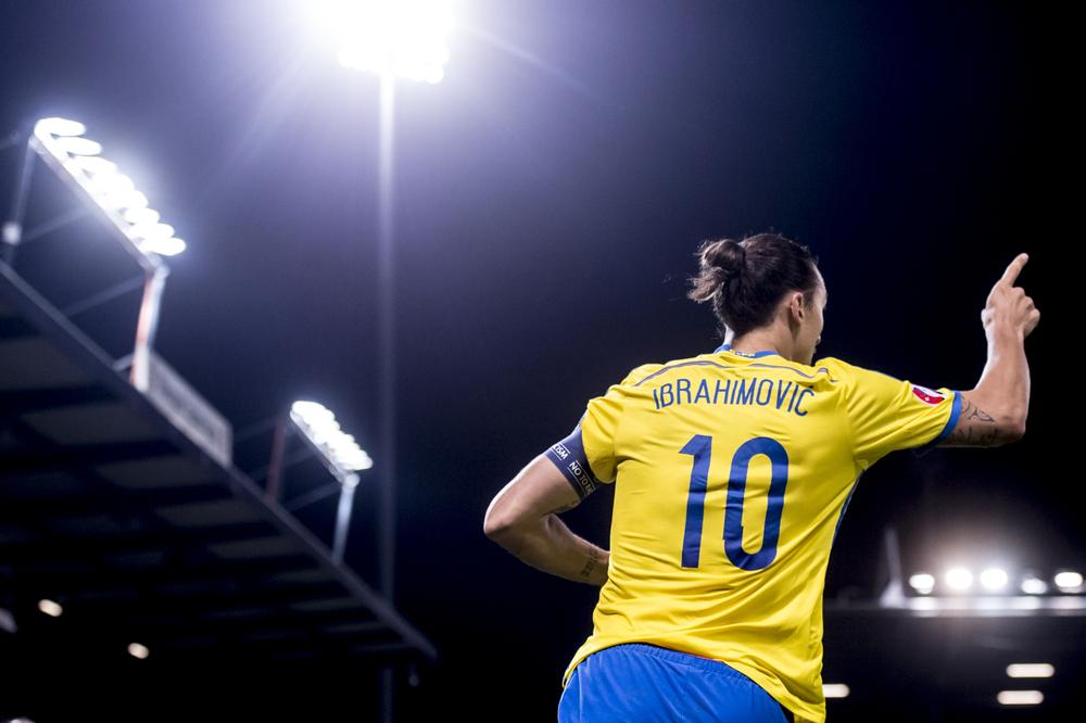 Zlatan jublar efter ha gjort mål i EM-kvalmatchen Liechtenstein-Sverige.