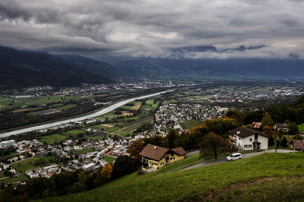 Åkte upp några meter över havet och tog en översiktsbild över Liechtenstein inför Liechtenstein-Sverige.