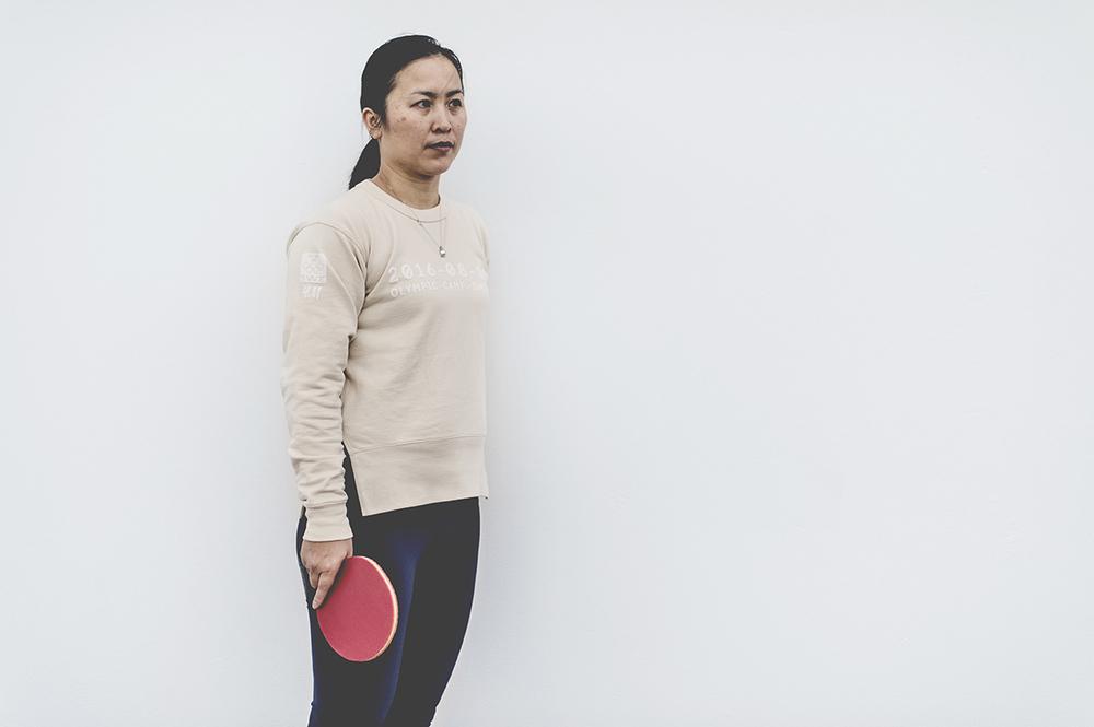 Bordtennisproffset Li Fen, porträtterad för Sportbladet.