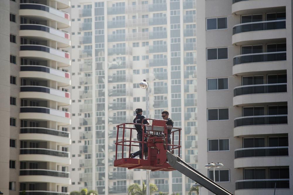 Övervakningskameror monteras i OS-byn där de aktiva kommer bo under OS.