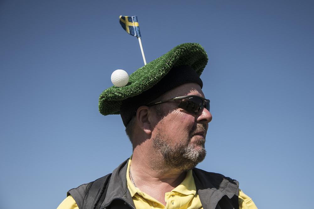 Clas Henriksson har en lämplig huvudbonad som skyddar mot solen.
