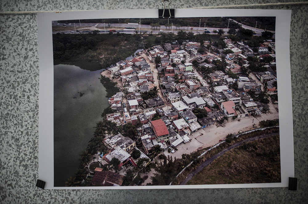 De första husen i Vila Autodrómo byggdes på 60-talet av fiskare. Som mest levde här 600 familjer innan Rio de Janeiro år 2009 tilldelades OS och beslöt sig för att jämna husen med marken.