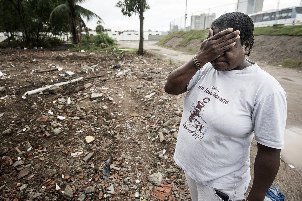 Sandra brukade promenera bort till gropen där hennes hus stod i 21 år, men emellanåt är det för känslosamt.