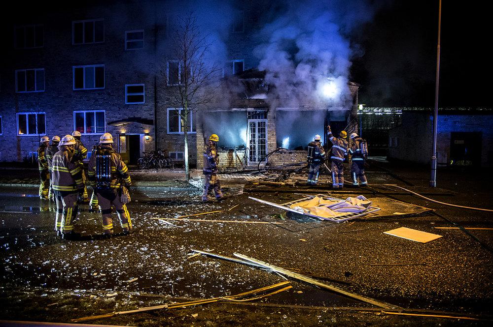 Kraftig smäll 50 meter från där jag bor. Explosion i kontorslokal där vittne sett flera personer springa från platsen.