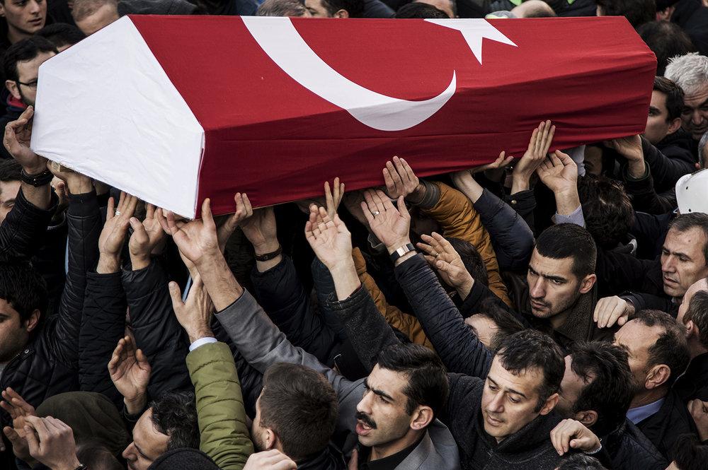 0256terror_begravning_Istanbul_FOTOGRAFPONTUSORRE.jpg