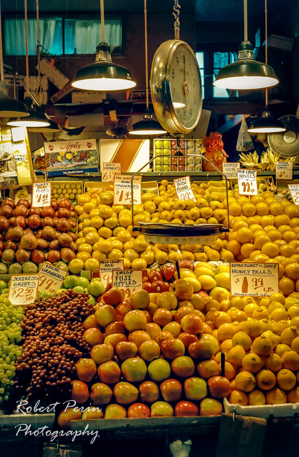 PIKE PLACE MARKET FRUITSTAND