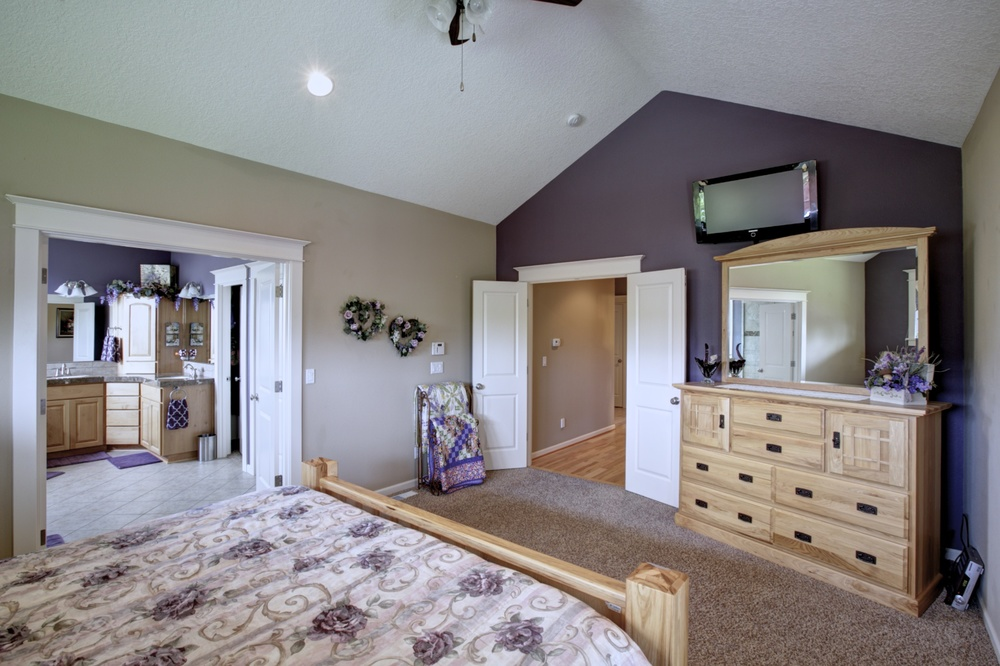 17_12473 Rogue River Way, Oregon City.jpg