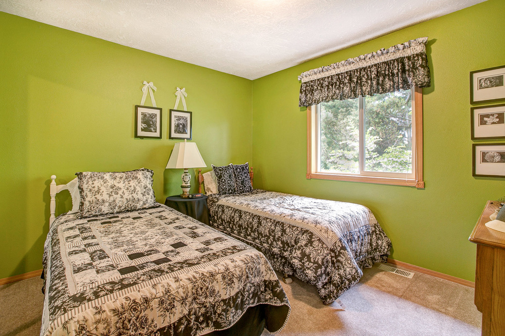 26_4803 SE Viewpoint Dr., Troutdale_8023.jpg
