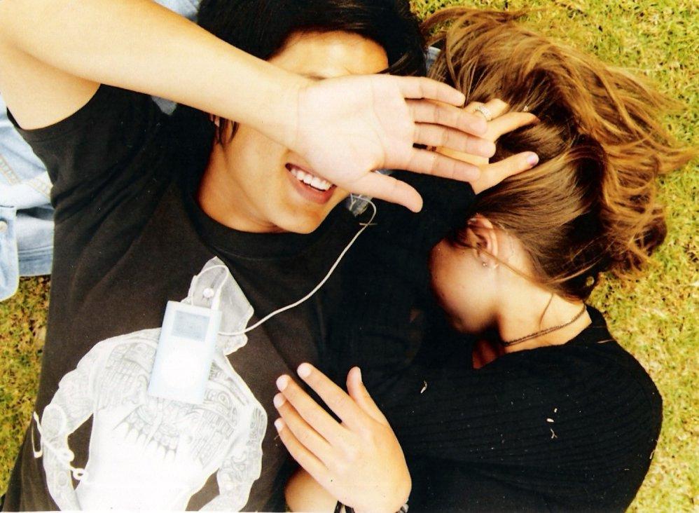 Couple_lying_on_grass.jpg
