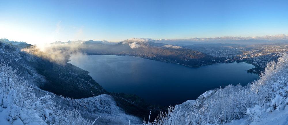Lac d'Annecy, lever de soleil hivernal