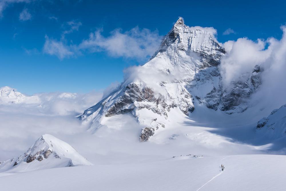 Skieurs au pied du Cervin