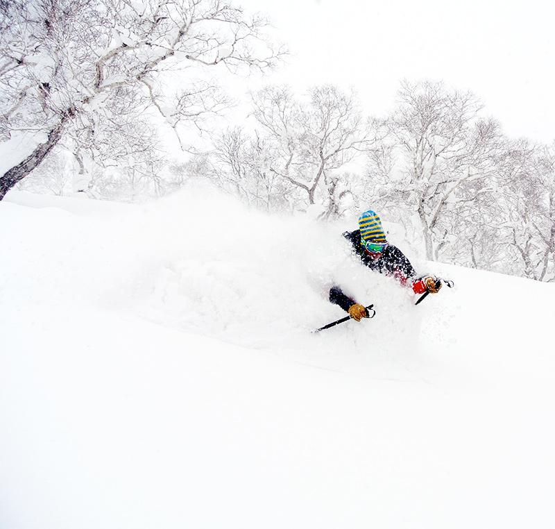 Pudret i Japan Ingen vind, kalla temperaturer samt långsamma snöfall gör pudret sjukt lätt.