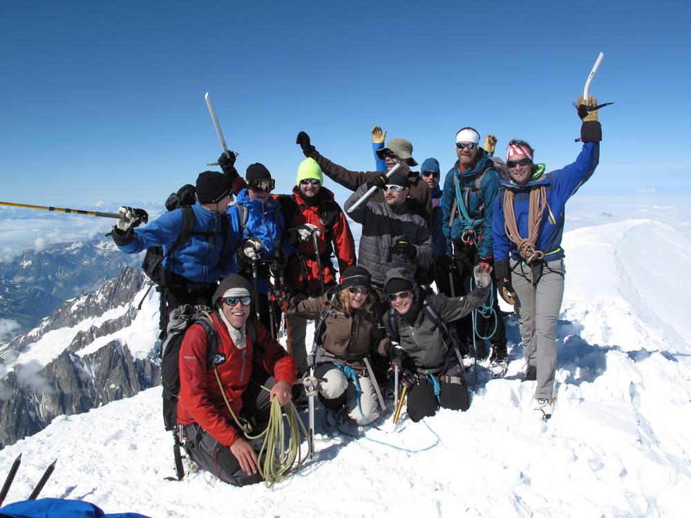 Det är en stark känsla att kämpa och nå toppen av ett berg. Att sedan kunna dela glädjen med andra är en bonus.