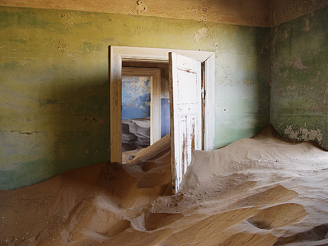 640px-Kolmanskop_sand.jpg