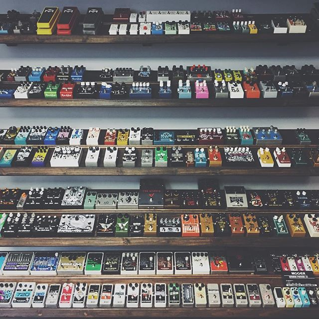 a #wallofsound - good times over at @guitarpedalshoppe - my new happy place 🎸