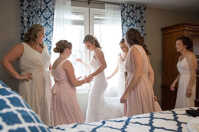 Getting Ready. #rhodeislandweddingphotographer