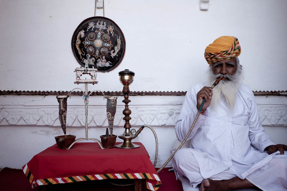 Shisha-pipe-portrait-jodpur-fort-rajasthan-india-asia-travel