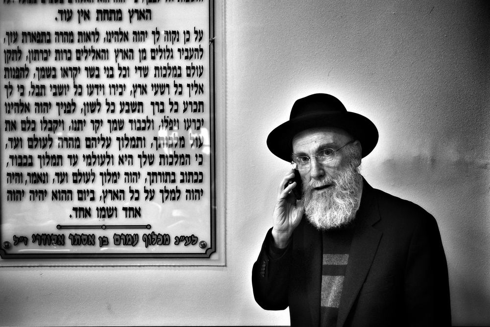CELL PHONE RABBI.jpg