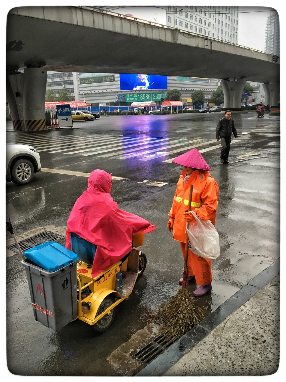 City workers, Wuhan