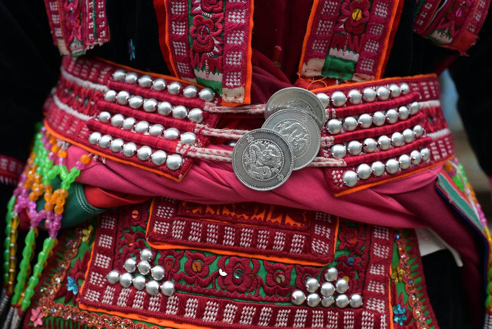 Yi costume design, Pengzu village