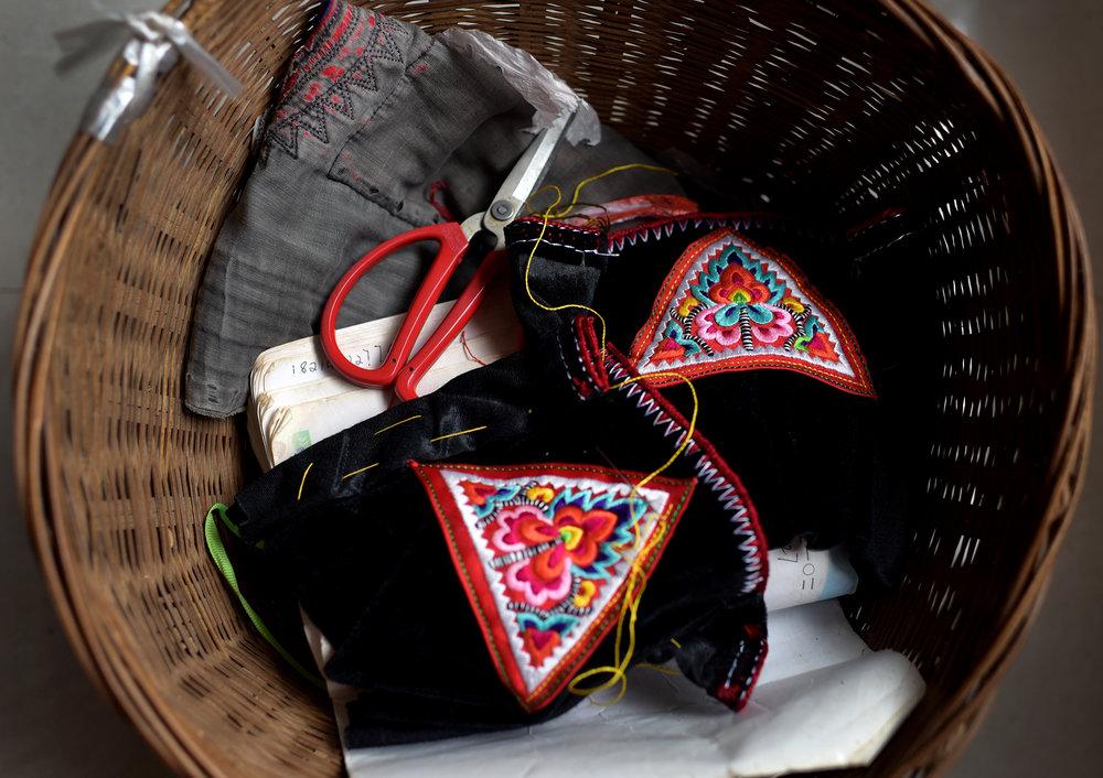 Embroidery, Yi costume design and dance, Pengzu village
