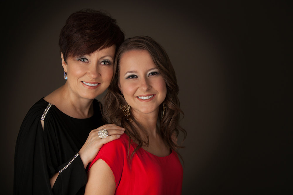 mother-daughter-family-photo-studio