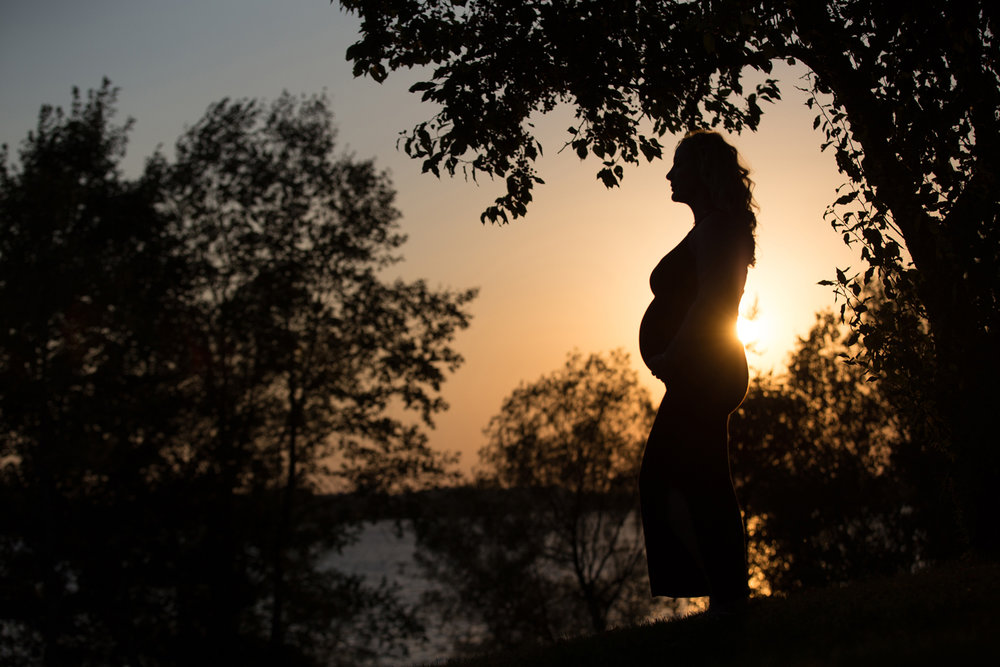 sunset-maternity-photo